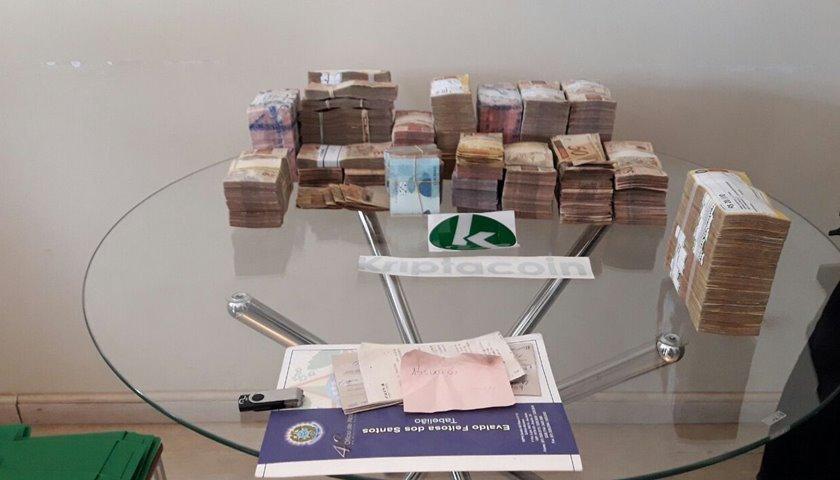 Dinheiro em cofre