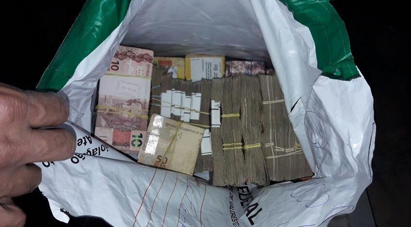 Dinheiro apreeendido em cofre