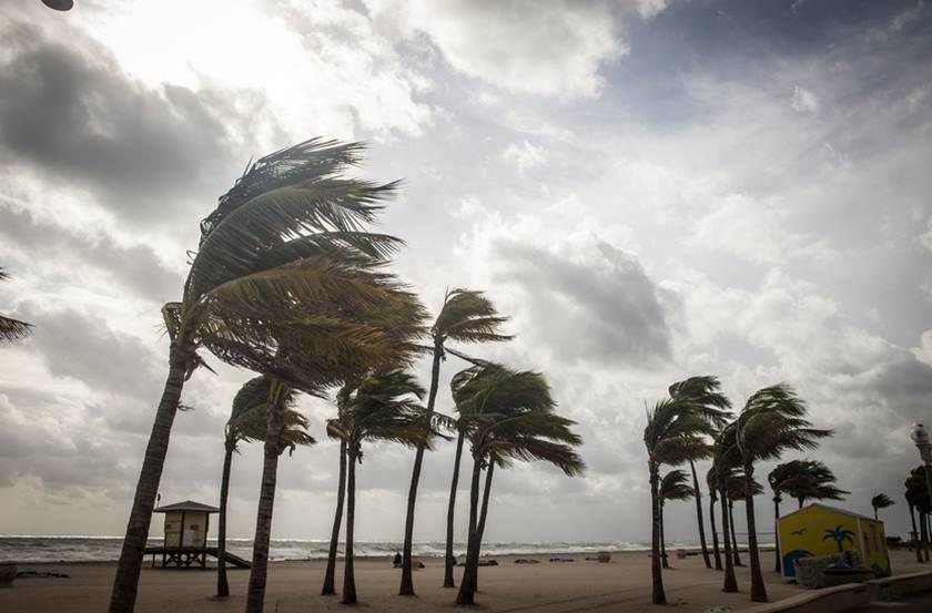 Furacão Maria chega a Porto Rico após devastar Ilha de Dominica