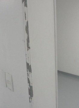 Cantoneira deslocada no vestiário