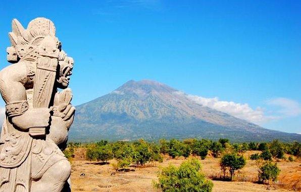 Indonésia envia ajuda de emergência a Bali para evacuados por vulcão