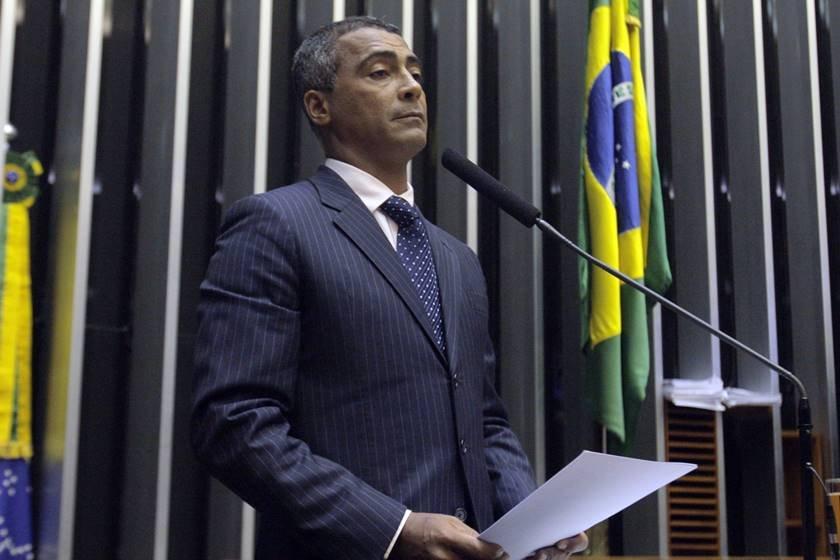 Romário se envolve em acidente com motociclista no Rio