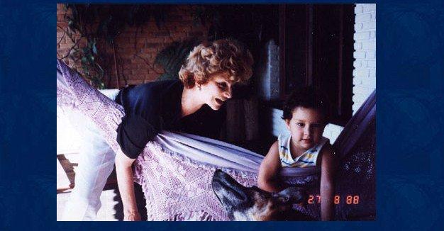 Tônia Carrero e seu filho Rafael brincando na casa de Vera Brant