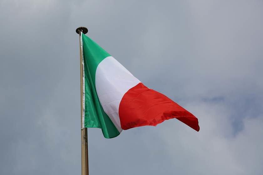 Ilegítimo, Temer revoga decreto de um governo legítimo sobre asilo a Battisti