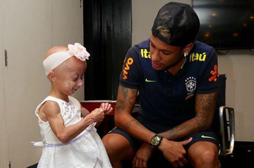 Em São Paulo, Neymar realiza sonho de fã com doença rara