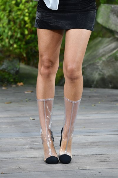 85b9b4971c Ame-os ou odeie-os  sapatos transparentes são tendência no Verão 2018