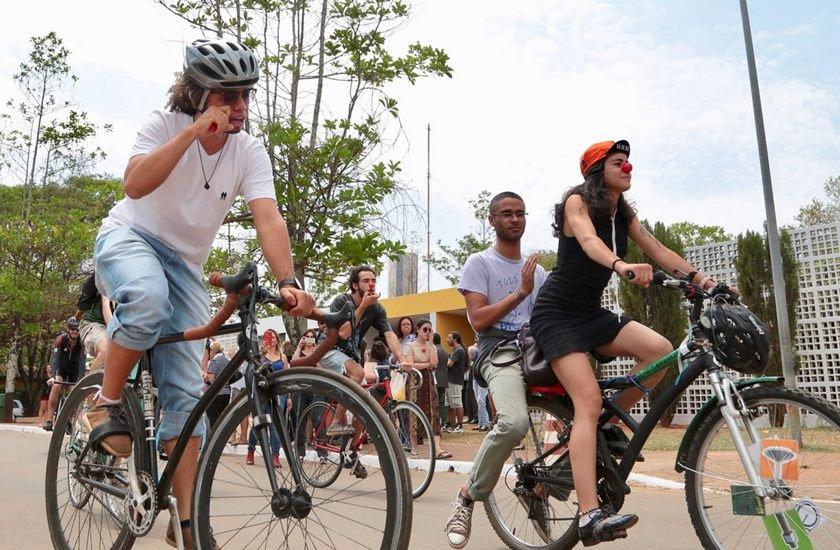 Ciclistas no velorio 2