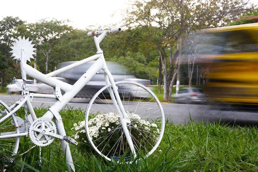 Homenagem a ciclista