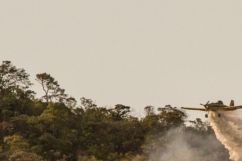 Avião que levava bombeiros para a Chapada dos Veadeiros sai da pista