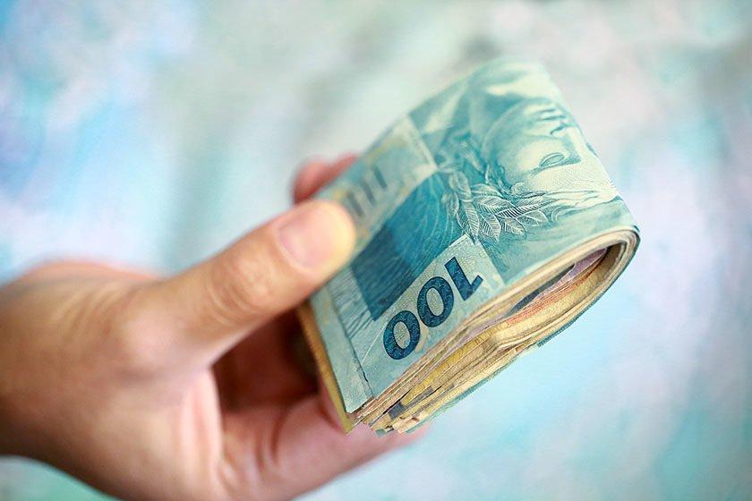 Governo baixa novamente previsão do salário mínimo para 2018