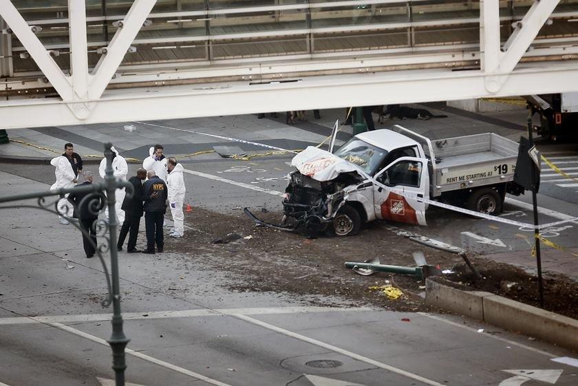 Homem atropela várias pessoas, abre fogo em ciclovia e mata ao menos seis em NY