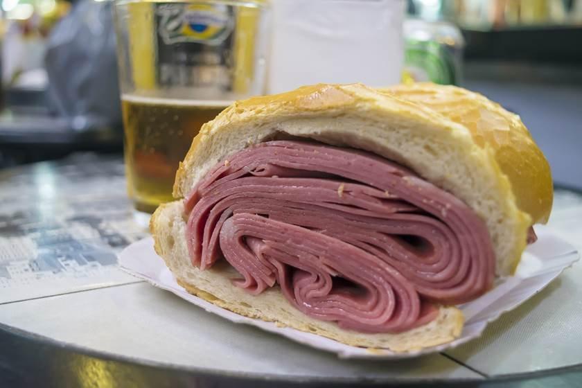 Traditional mortadela sandwich of Sao Paulo, Sanduiche de mortadela tradicional paulista