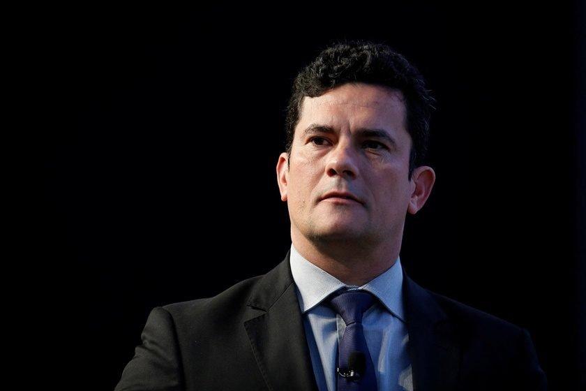 Sérgio Moro é alvo de protesto durante evento em Portugal