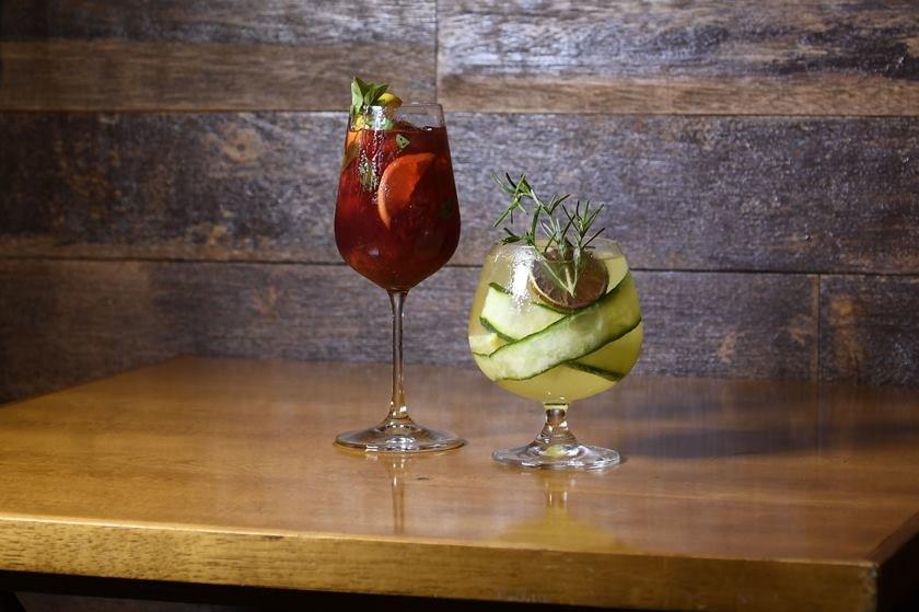 Os drinks Bacio Rosso e GT Cants - Credito J. P. Lacerda