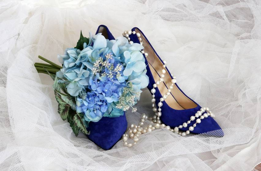 sapato azul flores casamento perolas