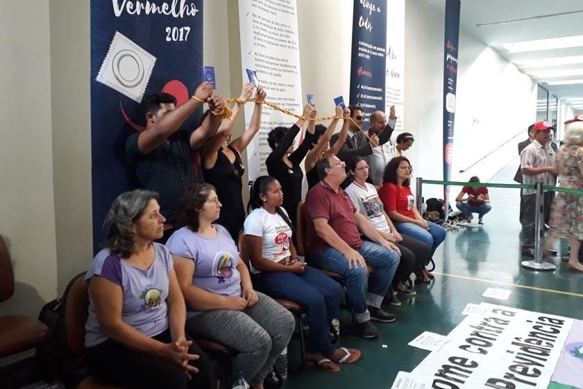 Gaúchos fazem greve de fome contra reforma da Previdência