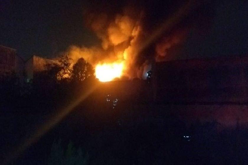 Bombeiros controlam incêndio em Osasco e trabalham no rescaldo