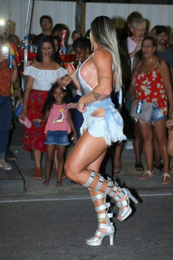 Juju caju dançando ao som do pancadão 3