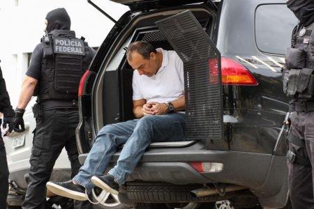 Ex-governador do RJ Sérgio Cabral sai algemado de camburão