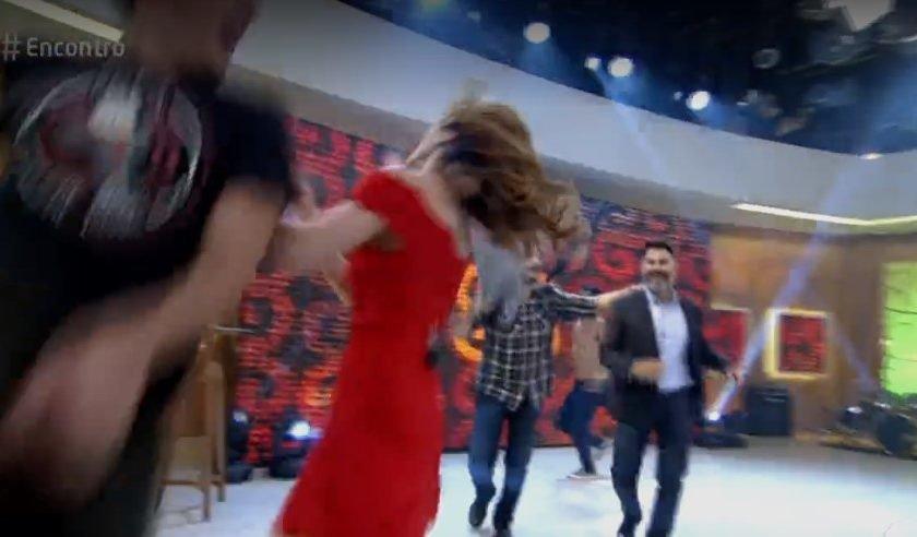 Ana Furtado leva soco no rosto durante o programa 'Encontro'