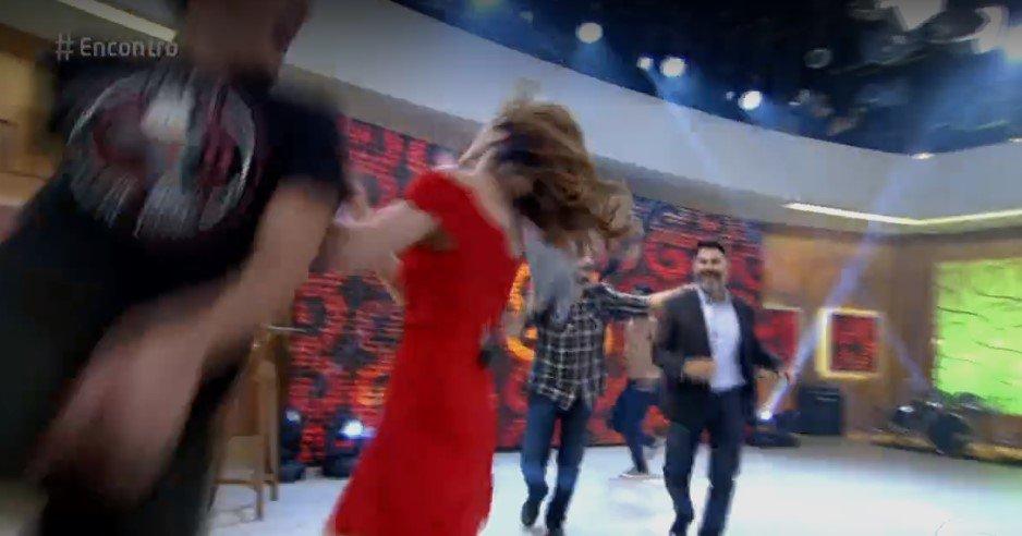 Ana Furtado leva pancada de Marcelo Adnet ao vivo