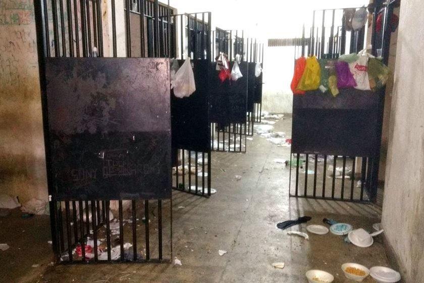 Rixa entre presidiários rivais faz dez mortos em cadeia