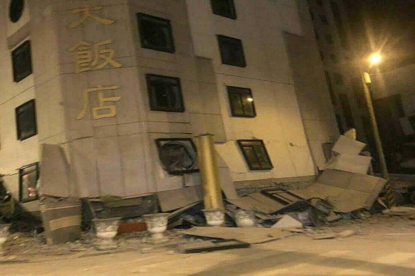 Terremoto de 6,4 graus em Taiwan derruba edifícios