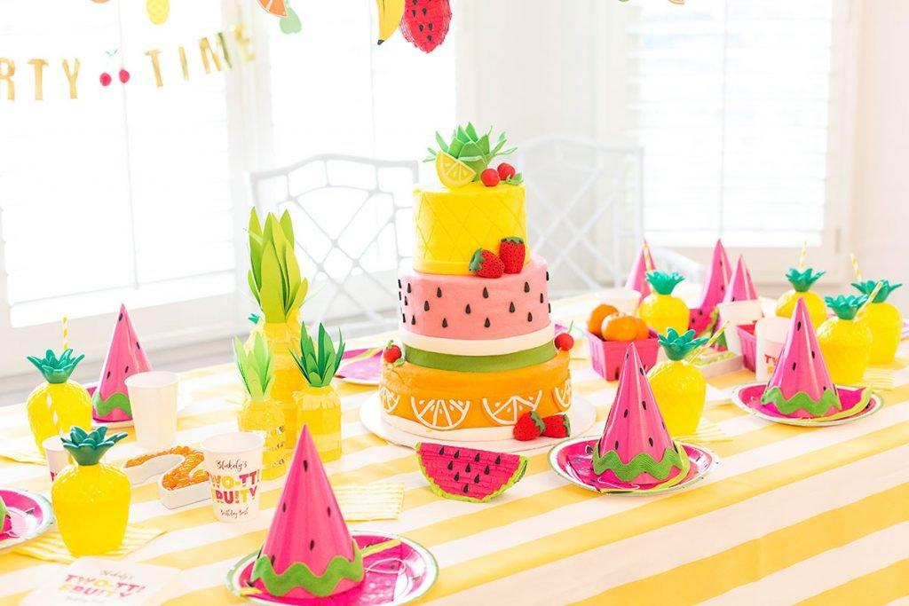 twotti-fruity-party-table.bella-fiore-festas-infantis-tema-tendencia-2018-decoracao-lhama-cactos-deserto-frutas-1024x683