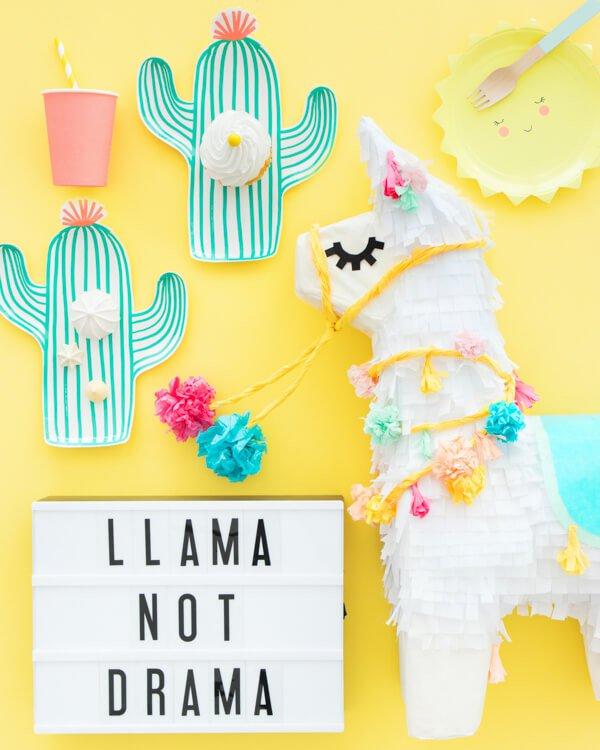Llama-Pinata-Makeover-Web-A-0005.bella-fiore-festas-infantis-tema-tendencia-2018-decoracao-lhama-cactos-deserto-frutas