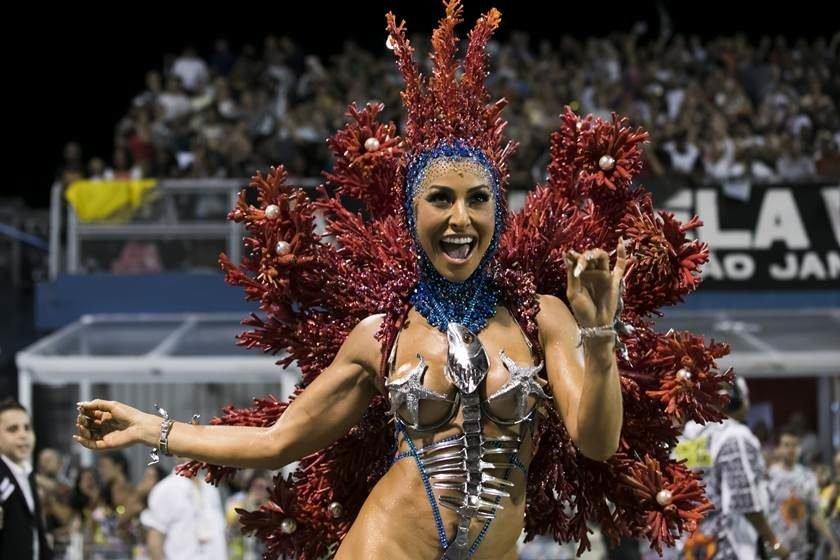 Apresentadora da Record, Sabrina Sato vira atração no Carnaval da Globo