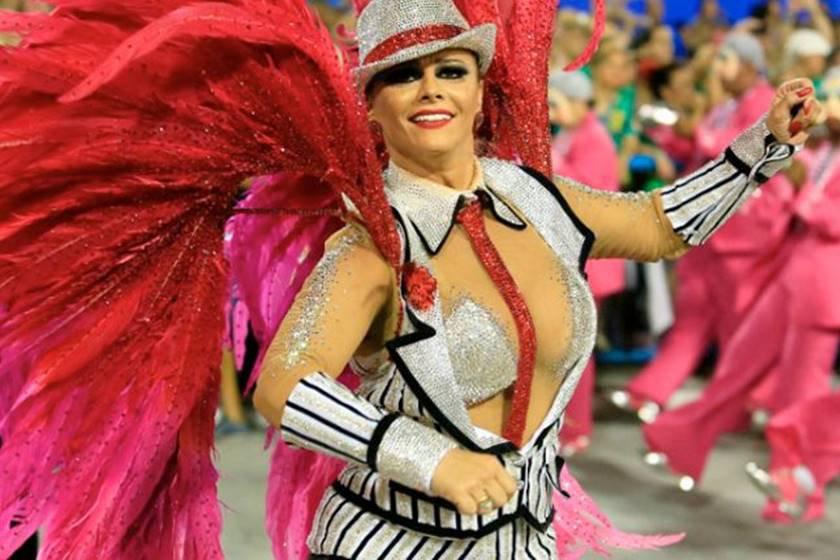 Viviane Araújo Salgueiro red