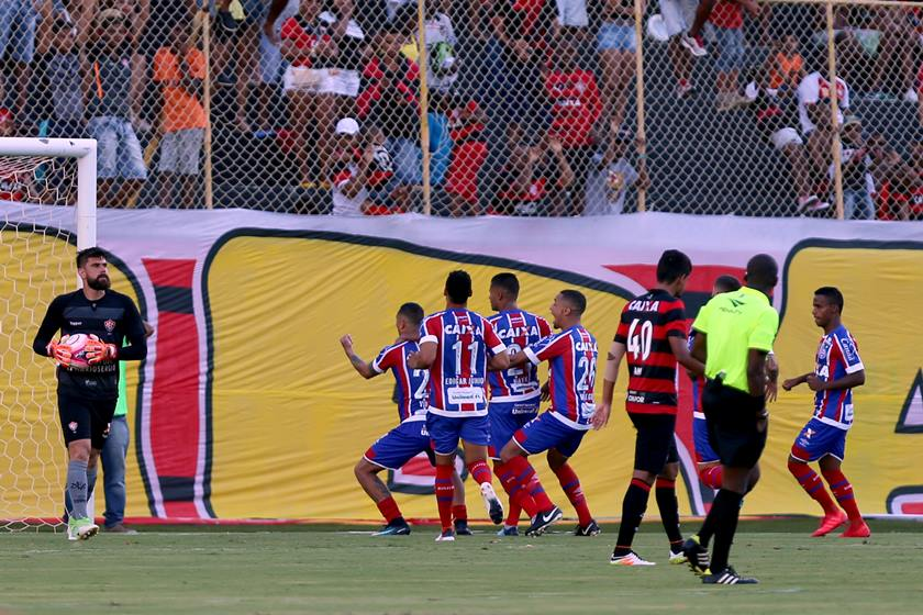 Clássico Bahia x Vitória termina após pancadaria e nove expulsões c281efd826889