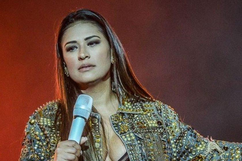 Cantora Simone, da dupla com Simaria, surge descabelada após faxina