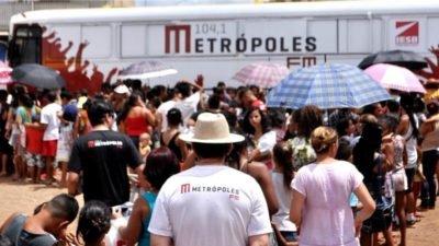 Metrópoles FM distribui 1 mil brinquedos no Sol Nascente