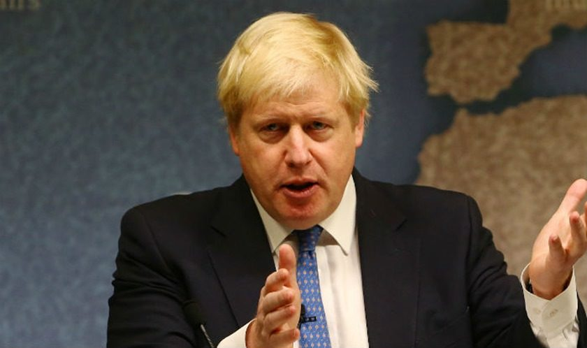 Diplomatas russos expulsos devido a caso Skripal deixam embaixada de Londres
