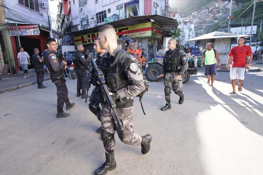 Rocinha amanhece com forte tiroteio; ação teria deixado mortos