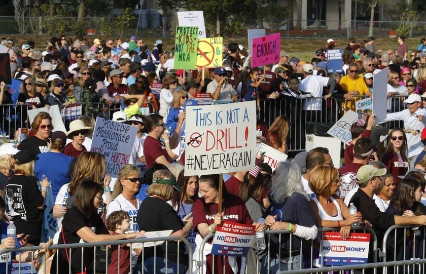 Estudantes dos EUA se mobilizam em 800 cidades em marcha contra armas