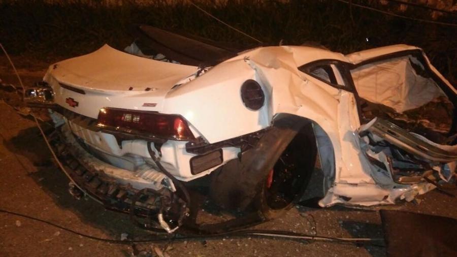 camaro-do-mc-brisola-ficou-partido-ao-meio-apos-acidente-1522072618542_v2_900x506