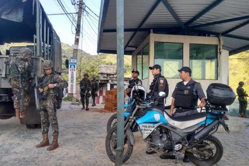 Exército entrega blindados para a segurança do estado — RJ