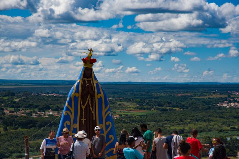 Resultado de imagem para Via Sacra: fiéis sobem o Morro da Capelinha para pagar promessas