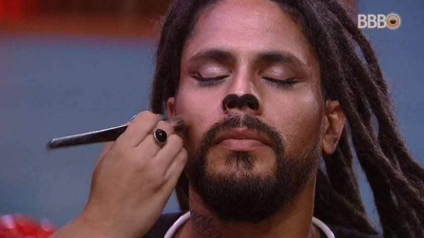 viegas-ganha-maquiagem-para-festa-circo-1522533322128_v2_900x506