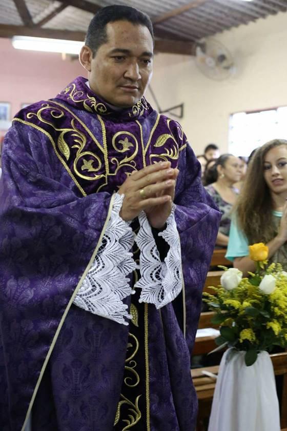 Padre Jorge João Silva, durante missa