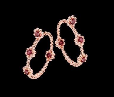 argola serenata-florzinha-safira-laranja-ouro-rosa-fundo-negro