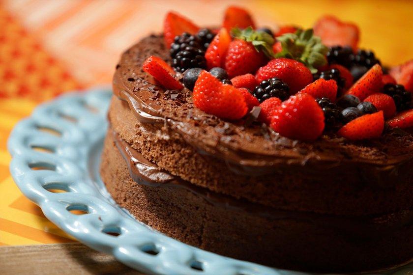 Bolo de chocolate sem farinha com frutas vermelhas_Foto de Cristiano Mariz (5)_preview