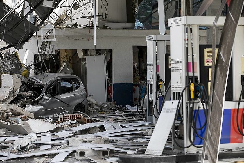 Explosão em posto de gasolina deixa feridos