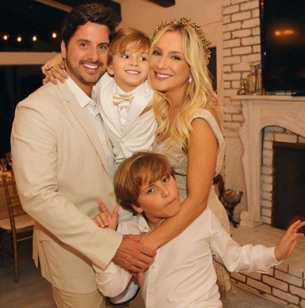 Claudia Leitte posta foto com os filhos e chama a atenção ...