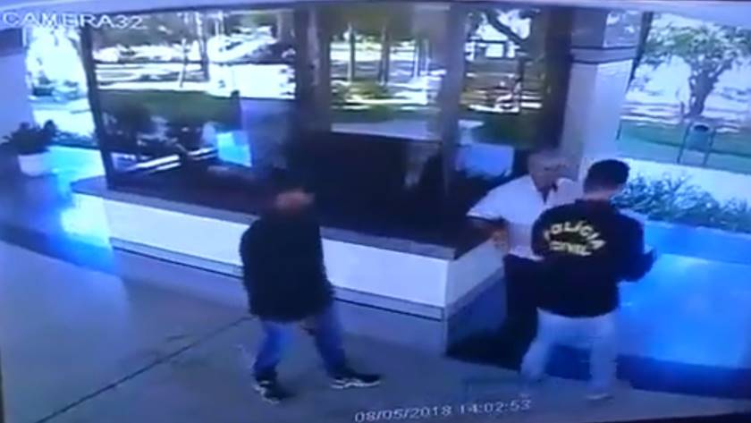 disfarçados de policiais roubam prédio na 311 norte