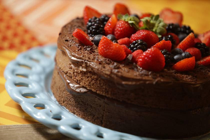 Foto 1 - Bolo de chocolate sem farinha com frutas vermelhas
