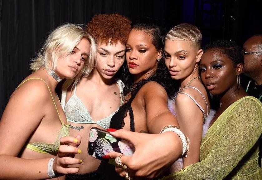 8cca44ab7 Rihanna lança marca de lingerie Savage X Fenty. Ilca Maria Estevão.  Reprodução Instagram ...