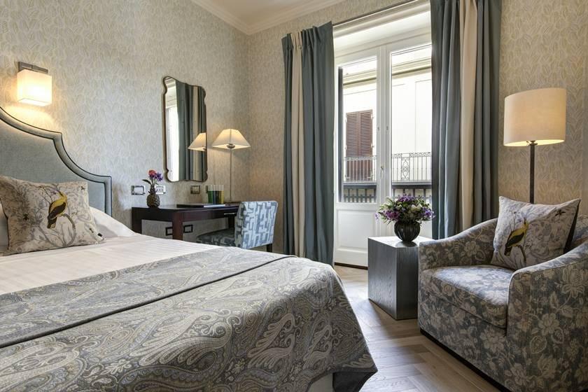 339096_797320_rfh_hotel_savoy___classic_room_5979_jg_apr_18